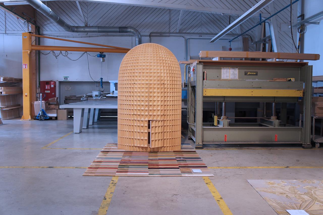 Madia intagliata in legno