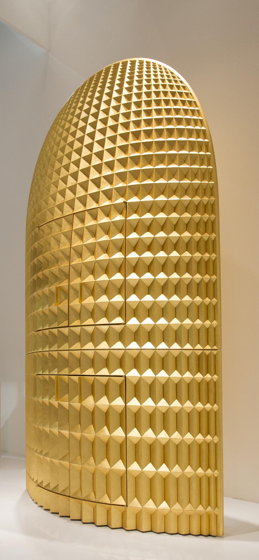 Versione speciale della Madia Intagliata, completamente dorata
