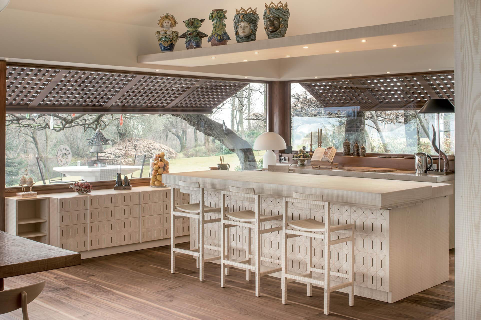 Cucina in Noce con Piano in Marmo Botticino - Cucine Design in Legno ...