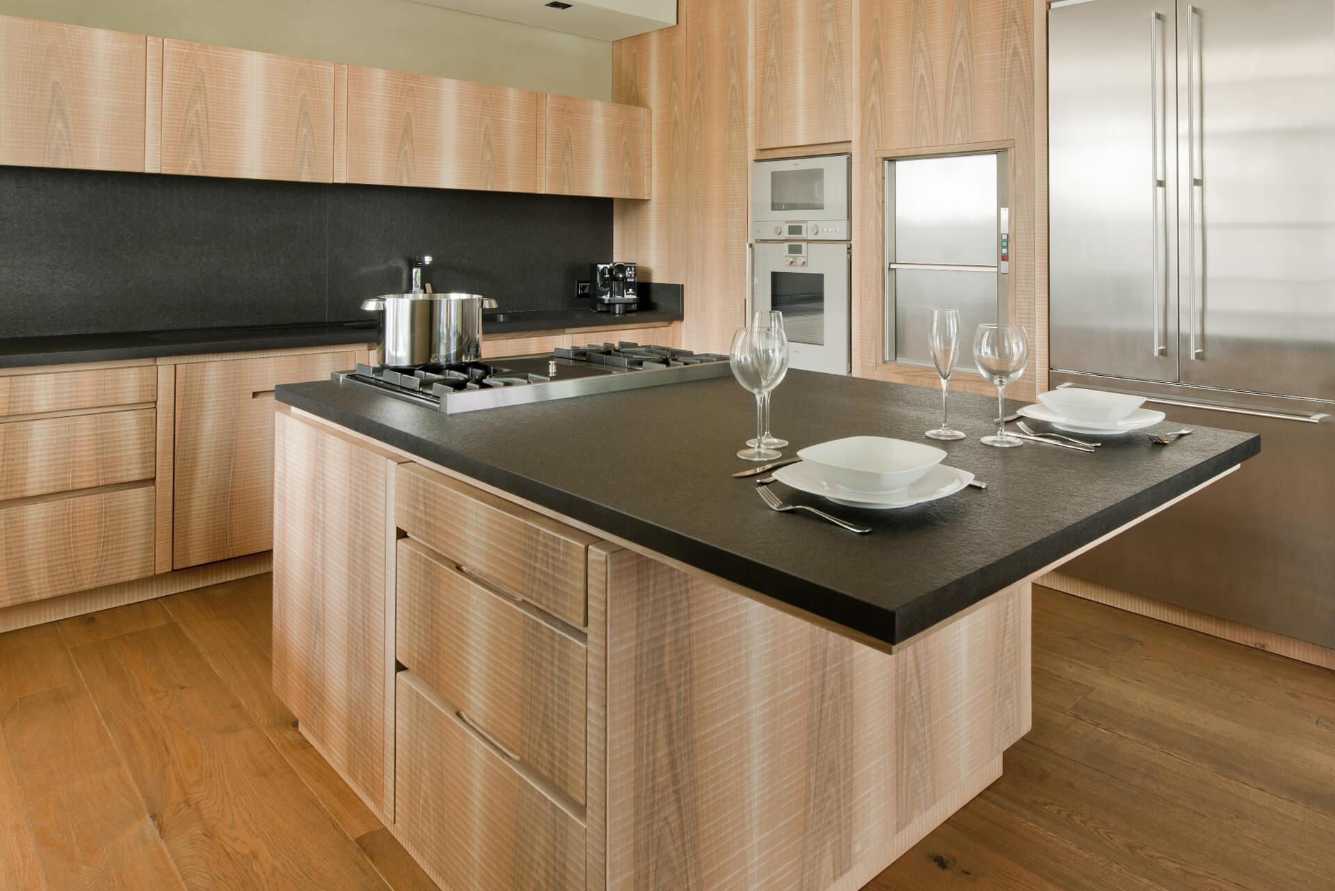 Cucina in Noce con Piano in Marmo - Cucine Design in Legno ...